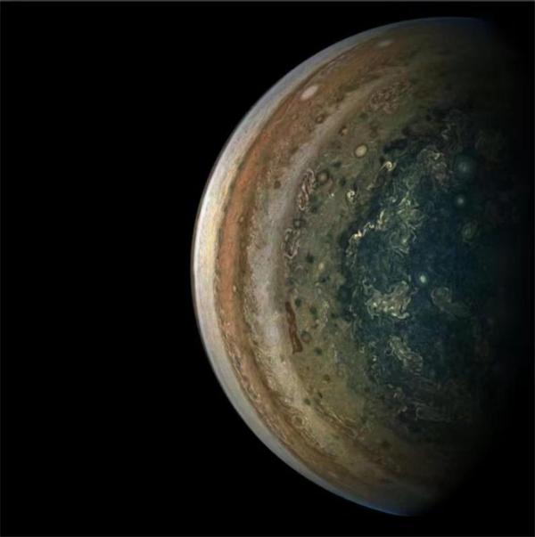 宇宙深空中的眼睛:朱诺号捕捉到木星大气的奇妙图案