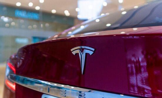 买到就是赚到?特斯拉首次回应Model Y降价:并非降价,是国产版首销