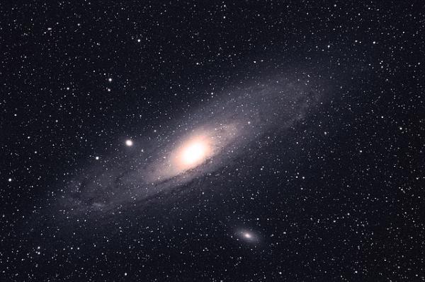 猫鼬望远镜发现2个巨型射电星系,大小是银河系62倍