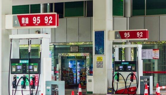 最新消息!2020年油价调整以四连涨收官,加满一箱油多花3.5元