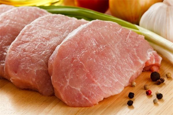 羡慕!男子跨年晚会中奖半头猪,网友:未来一年的猪肉有着落了