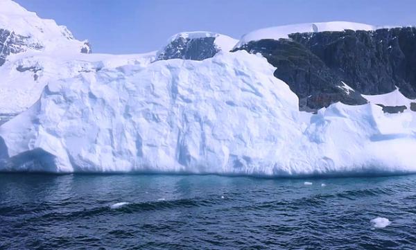 新研究:南极冰下湖中的微生物可能为探索外星生命打开大门