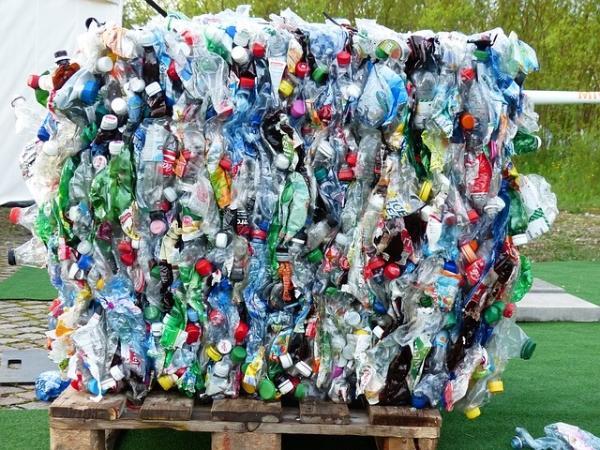 塑料回收的新方法是惊人的高效和节能:它只需要120℃和回收率高达96%