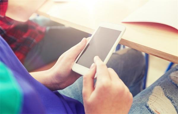 明确!教育部:中小学生不带手机入校园,学校不得使用手机布置作业