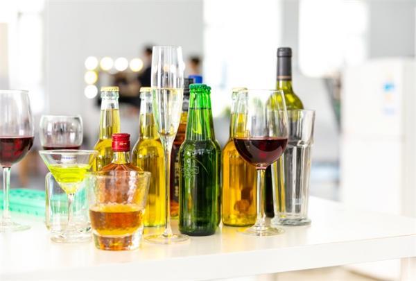 红酒助眠科学依据:研究表明红酒啤酒内含有助眠成分褪黑素