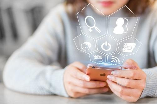 """""""社恐""""福音!研究称手机APP能帮助人们变得更外向、更有责任心"""