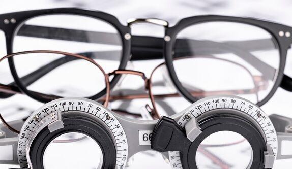 """语音抓拍!科大讯飞获得""""智能眼镜""""专利 现实场景与拍摄画面同步显示"""