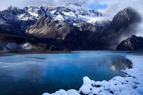 探秘极寒世界!南极冰层下发现不明生物:形似海绵,或为未知新物种