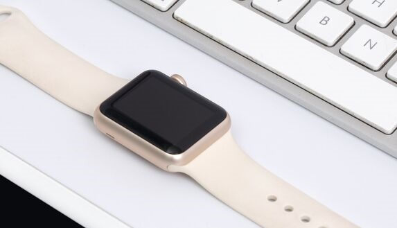苹果三大专利曝光:Apple Watch 5G毫米波天线 双iPhone充电垫 更耐用的数据线