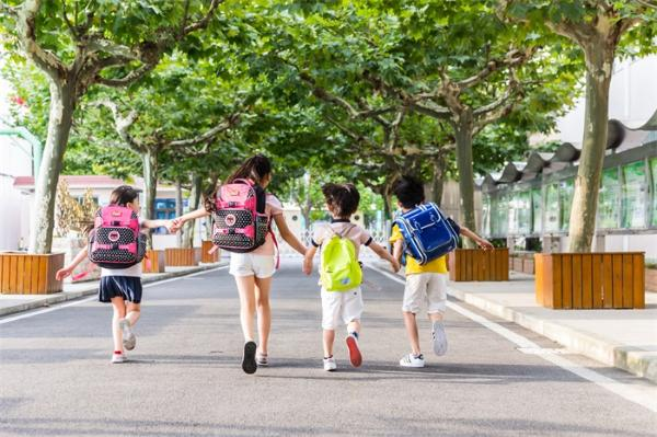 画红线!教育部已将学生睡眠纳入学校评估 并明确要求小学生不得离校