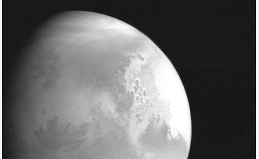 来了!在田文一号传回的火星背面图像中 可以清楚地看到火星赤莲大利亚平原等标志性地貌