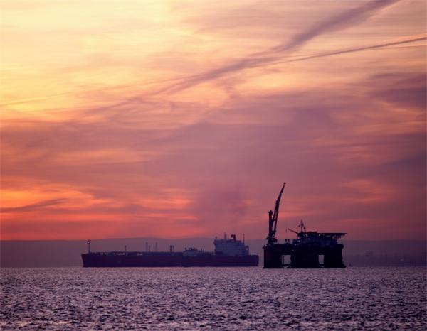 """全球首座十万吨级!""""深海一号""""能源站顺利抵达南海陵水海域,预计今年6月投产"""