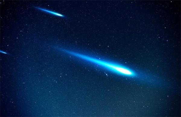 """罕见""""火球流星""""白天划过英国上空:产生巨大音爆,亮度与金星相当"""