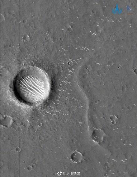 """""""近距离""""看火星!天问一号拍摄到高清火星影像图,多种地貌清晰可见"""