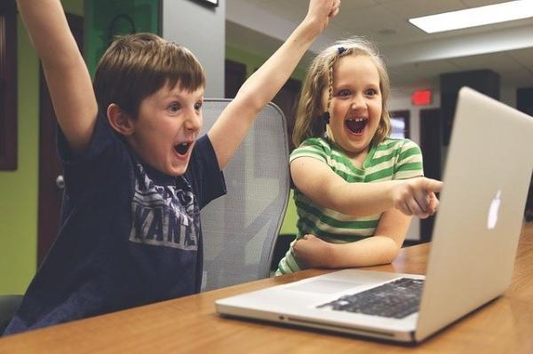 笑一笑十年少!生活满意度高可以改善21项身体健康指标
