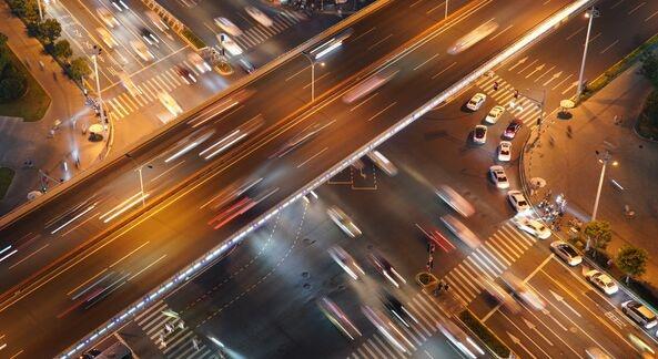 百度开放自动驾驶专利:驾驶决策可以在车辆之间共享 提高类似场景的通行能力