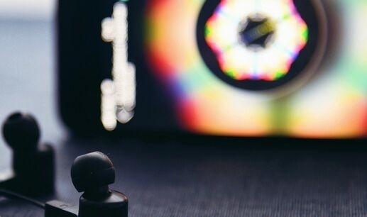 华为最新专利涉及真无线立体声耳机 天线绕电池侧垂直布局提高通信效果