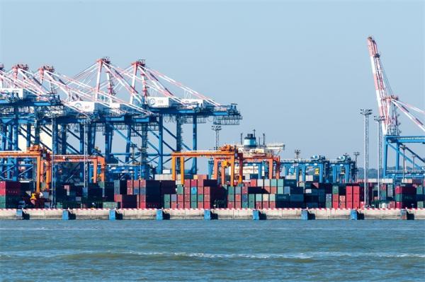 """涨潮了!苏伊士运河搁浅货轮已移动17米,或很快就能重新漂浮""""脱困"""""""