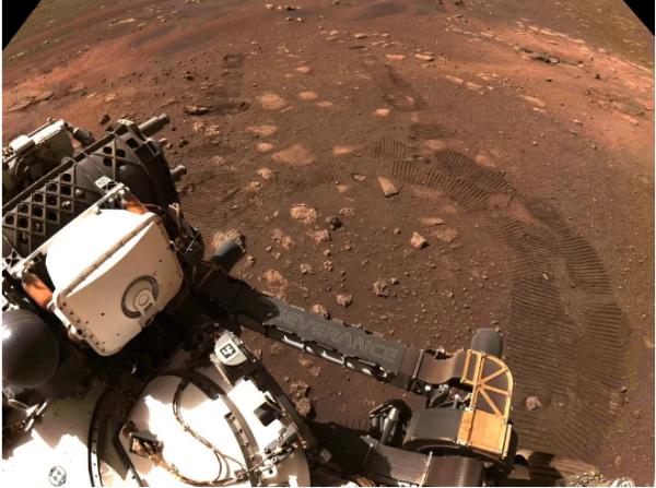迈出第一步!美国毅力号首次完成火星任务 用33分钟移动了6米