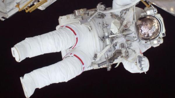 """原来宇航员都是""""小心眼""""!研究表明 呆在太空中会使心脏变小"""