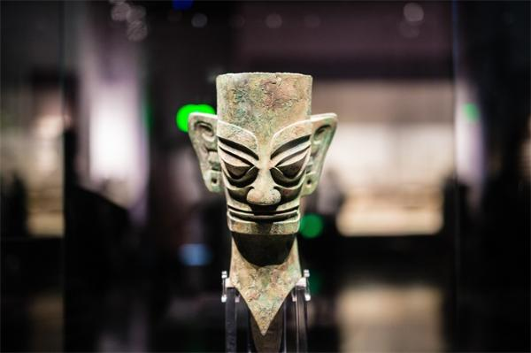 """三星堆遗址考古重大发现:6个新""""祭祀坑""""面世,神秘黄金面具最受关注"""