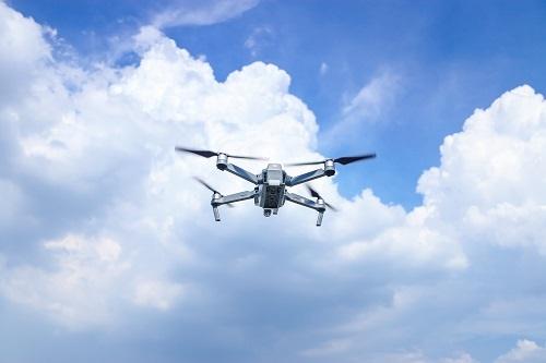 """阿联酋正试验无人机""""布雨""""神技:可改变云层水滴电荷,电击触发阵雨"""