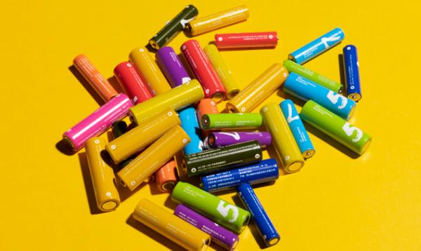 30年回顾:锂电池成本下降97%,成多行业增长驱动力