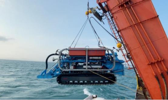 到海底掘金!上海交通大学研发的采矿车下海挖矿,最深可达3000米