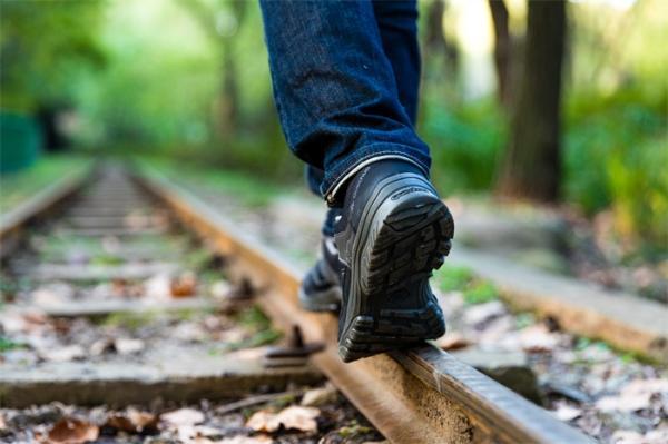 每日快乐技巧:打破两点一线,试试下班路上去个新的地方走走吧!