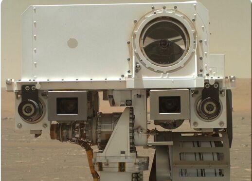 可爱!美国宇航局的新火星探测器发出了历史上最甜美的自拍 并在不失去好奇心的情况下卖掉了孟