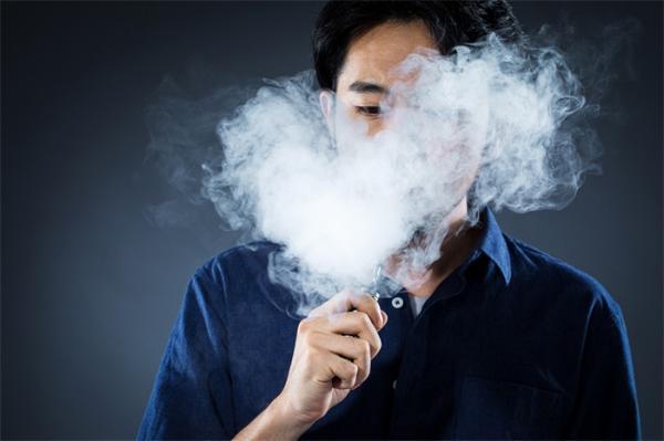 对比研究显示:吸电子烟类产品,对肺部细胞的伤害完全不亚于香烟