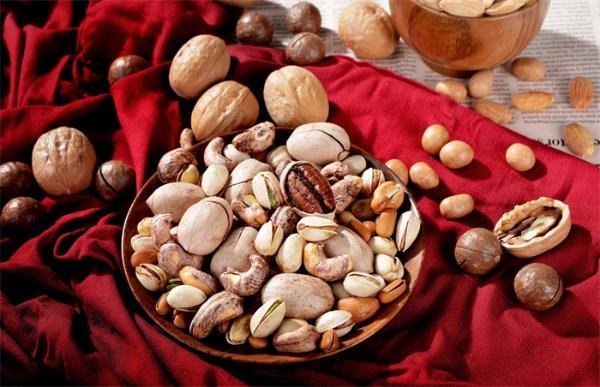 物理学最令人费解谜团揭开:大粒坚果为什么总是在最顶部?