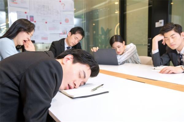 又困了?白天不分场合犯困秒睡可能是种病!我国约有70万名发作性睡病患者
