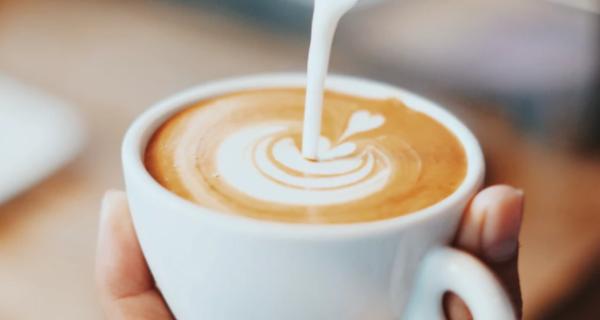 喝咖啡变聪明!研究显示咖啡改变大脑活动,脑子更灵光