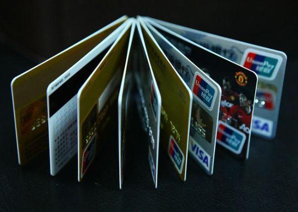粉丝效应逆天,交行王一博主题信用卡单日申请20万张 ,监管警示明星代言风险