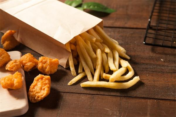 胖子之所以胖是有道理的:研究发现食品广告对胖子的营销效果比瘦子强