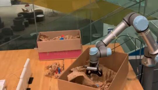 麻省理工让机器人再进化,早在2019年,开发射频抓地力最具挑战性的方面是将视觉和射频视觉融入决策过程。RF Grasp最初会使用它的射频阅读器来寻找被标记的物体,但这并没有你想象的那么大的障碍。</div><tt dropzone=