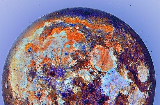 震撼!最新的月球表面高清彩色照片来了:质地细腻 一片橙蓝紫交织