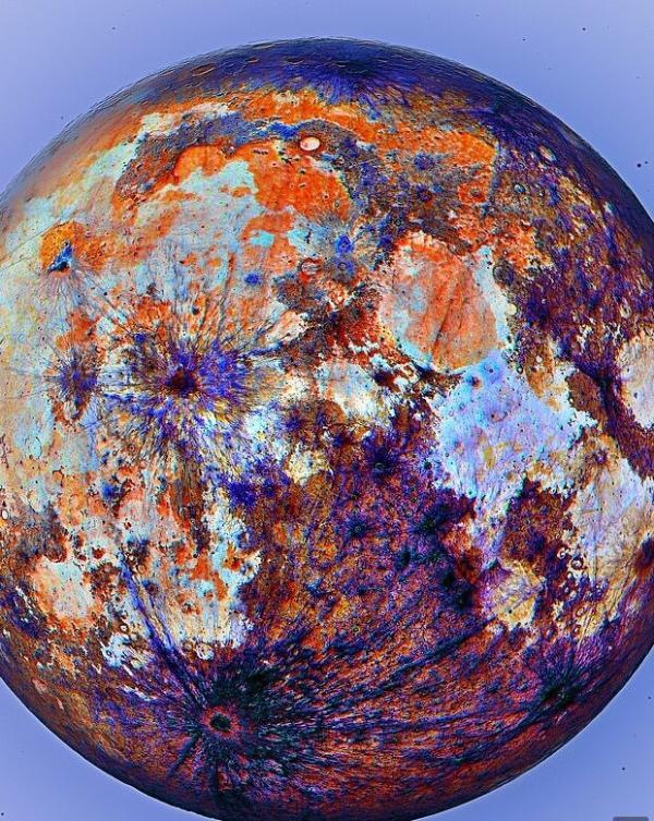 震撼!最新月球表面高清彩照来了:纹理纤毫毕现,一片橘红蓝紫色绚丽交织