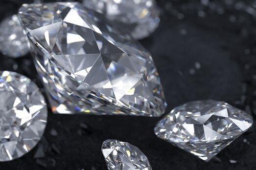 科学家在实验室造出六边形钻石,比真钻石还坚硬!