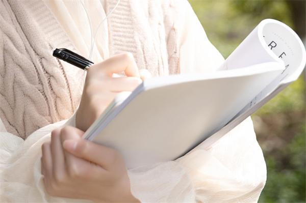 日本研究:用纸笔做笔记比手机、iPad更能激发大脑活力,促进思考