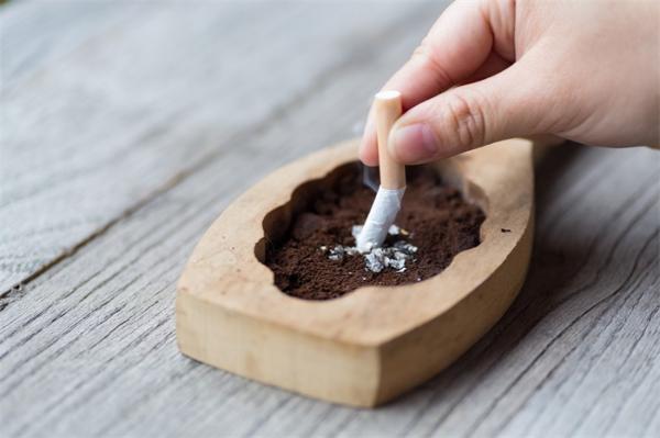研究警告:接触二手烟会将患口腔癌风险提高51%,时间越长危害越严重