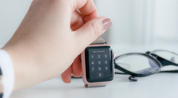 """黑科技!Apple Watch推出""""隔空触摸""""功能,仅通过手势就能操作手表"""