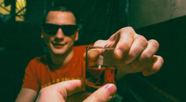 致富之路第一步:戒酒!喝酒只会让没钱的人越来越穷
