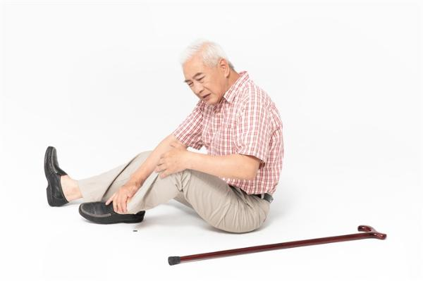 """袁老摔倒后因多器官衰竭去世,""""跌倒""""成我国老年人伤害死亡首位原因"""