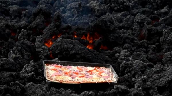 致富新方法:男子用火山岩浆烤披萨,顾客络绎不绝