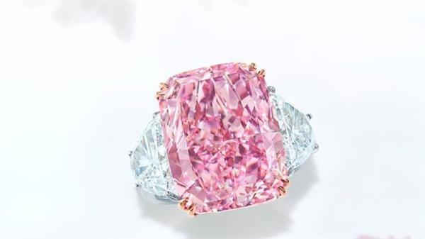 超稀有!佳士得拍卖15.81克拉鲜彩紫粉钻,拍出破纪录2900万美元天价