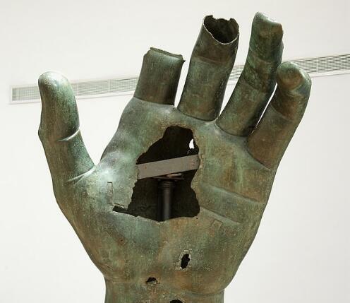 """离谱!君士坦丁巨像遗失500年的手指,一直被卢浮宫当成""""脚趾""""封存"""