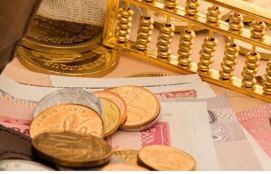 一系列研究发现:有钱人更吝啬,认为自己无所不知,爱在拍照前照镜子!