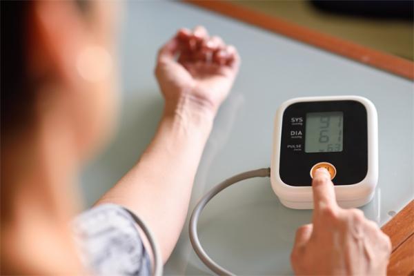 """警惕!我国35岁以下高血压患者超7000万,年轻并非""""万能药"""""""
